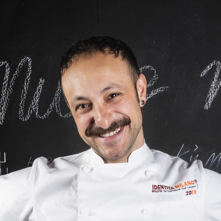 Diego Rossi, chef del ristorante Trippa, premiato da Riccardo PasquaAD di Pasqua Vigneti e Cantine