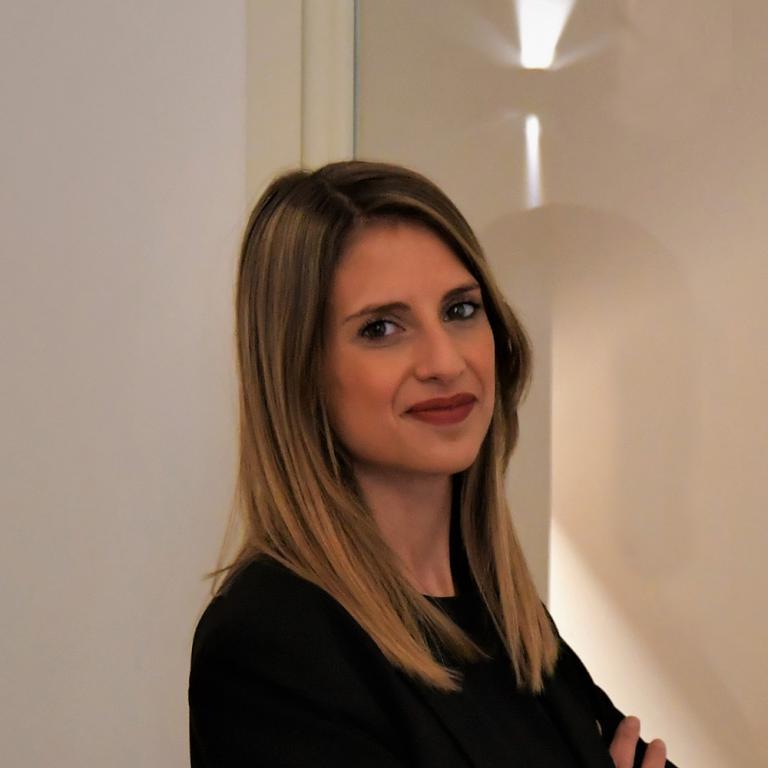 Roberta Cozzetto, del ristorante Sapìo di Catania,premiata da Carlo Boschi, Senior Brand Manager Veuve Clicquot Italia