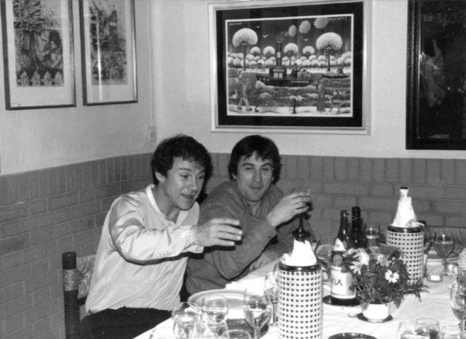 Harvey Keitel e Robert De Niro seduti a un tavolo del Cantarelli