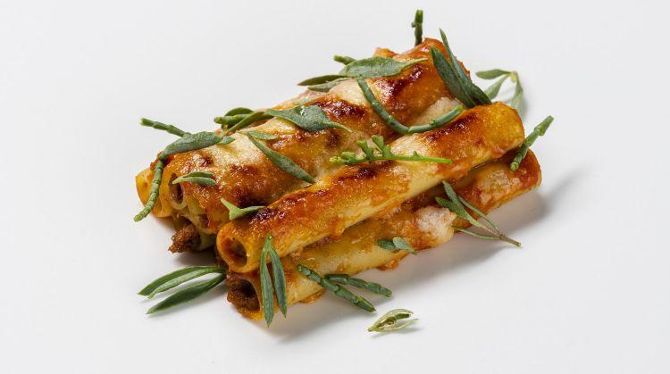 Ziti con ragù di brasciole di manzo podolico della tradizione pugliese(foto diWilson Santinelli per Italian Gourmet)