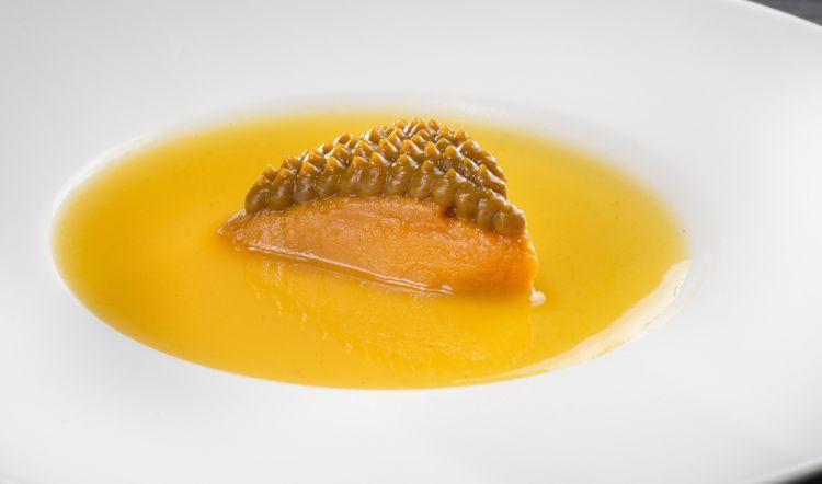 Zucca cotta ai carboni, crema a base di buccia, semi caramellati e ristretto al cuore di zucca