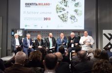 In uno dei panel di Identità di Sala, realizzato in collaborazione con Cantine Ferrari, Federico de Cesare Viola ha ospitato sul palco del Congresso 2018 i rappresentanti di tre prestigiose famiglie della ristorazione