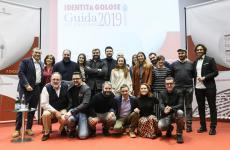Foto di gruppo di tutti i premiati dalla Guida Identità Golose 2019, con Paolo Marchi, Lisa Casalie Claudio Ceroni(foto Brambilla-Serrani)