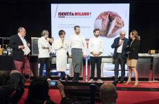 Paolo Marchi, Massimo Bottura, Davide Oldani, Andrea Berton, Carlo Cracco and Cinzia Benzi on the stage of Identità Milano 2019 to celebrate Alain Ducasse. All the photos are from Brambilla-Serrani