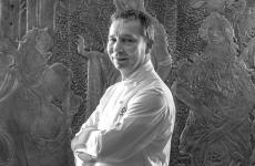 Oliver Glowig, 2 stelle Michelin nel recente passato diCapri e Roma, oggi è al timone diBarriqueed Epos aPoggio le Volpi,a Monte Porzio Catone (Roma). Cucinerà a Identità Golose Milano per 4 sere, dal 12 al 15 giugno. 75 euro vini inclusi, per prenotazioni clicca qui