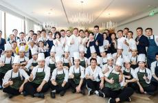 The team of Da Vittorio Shanghai, which opened a few weeks ago in Bund. In the middle, Chicco Cerea, and to his right resident chef Stefano Bacchelli