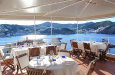 La nuova terrazza dell'Acqua Pazza, una stella Michelin dal 2006. Il ristorante di Gino Pesce ha lasciato la sede storica di corso Pisacane per trasferirsi in quella scenografica che una volta ospitavaOrestorante
