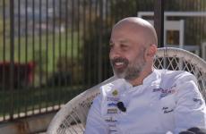 Niko Romito, 46 anni, chef e patron di Casadonna a Castel di Sangro (L'Aquila),nella masterclass diIdentità on the road 2020.Per vedere tutte le lezioni della nostra piattaforma digitale, clicca qui(per informazioni:iscrizioni@identitagolose.itoppure +390248011841, interno 2215)