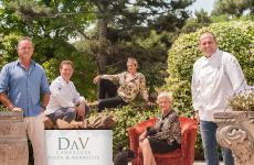 La famiglia Cerea (da sinistra a destra, Francesco, Chicco, Rossella, Bruna e Bobo) inaugura DAV Cantalupa (fotodi Fabrizio Pato Donati)