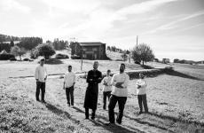 Lo staff della Tana, osteria e ristorante gourmetadAsiago (Vicenza), localitàKaberlaba, una stella Michelin