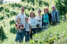 La famiglia Ferraro in vigna: una storia di viticoltori