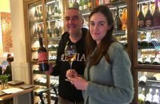 Marco Parusso conla nipoteGiulia, cantinaParussodiMonforte D'Alba (Cuneo),al ristoranteL'Alchimiadi Milano