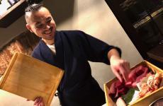 Masaki Okada, già sushiman di Iyo, da 3 mesi è al timone di Sol Levante, ristorante giapponese da 16 coperti in via Lambro 11 a Milano, telefono+39.02.45476502