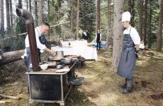 Theodor Falser, chef dellaJohannesstube, ristorante dell'hotel Engel di Nova Levante (Bolzano) nei boschi diMaso Eisath,1.350 metri di altitudine