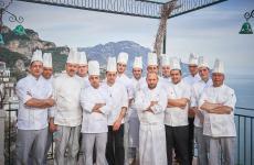 In primo piano, Peppe Stanzione, da marzo scorso chef del Glicine dell'Hotel Santa Caterina di Amalfi (Salerno). Foto del servizio di Martino Dini