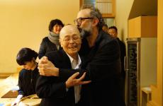 Jiro Ono, sushi master at Sukiyabashi Jiro in Tokyo (3 Michelin stars), Massimo Bottura, chef at Osteria Francescana in Modena (3 Michelin stars), in Nobeoka, south Japan, for the International culinary conference organised by Matsushiro Yamamoto. A triumphant trip for both (photo by Takefumi Hamada)