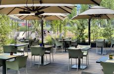 L'assetto del nuovo dehors del Ratanà, il ristorante di Cesare Battisti e Federica Fabiin via De Castillia 28, a Milano