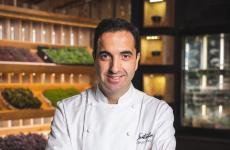 Óscar Velasco, 46 anni, chef di Santceloni,due stelle Michelin aMadrid. Cucinerà all'Hub diIdentità Golose Milano da mercoledì 25 a sabato 28 settembre (75 euro vini inclusi, prenotazioni online)
