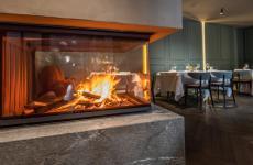 Particolare sul fogolar furlano del nuovoVitello d'Oro,ristorante aperto aUdine il 27 gennaio 1847 etornato ad antichi splendoridal 19 aprile scorso