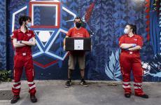 Uno scatto di Quei bravi ragazzi, l'Italia che aiuta, l'iniziativa promossa dai fotografi Valentina Tamborra e Angelo Anzalone per raccontare l'esperienza e la dedizione dei volontari italiani di Croce Rossa Italiana