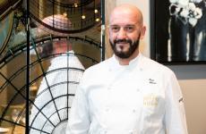 Enzo Florio, chefdel ristorante Tuccino di Polignano a Mare (Bari), con Vito Mancini autore del menu di Identità Golose Milano fino a sabato 18 gennaio. Menu a 75 euro, vini inclusi, prenotazioni online(foto Onstage Studio)