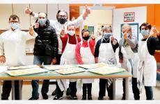 Philippe Léveillé, chefdel ristorante Miramonti l'altro di Concesio (Brescia), con i ragazzi della Cooperativa Sociale Il Ponte di Villa Carcina (Brescia)