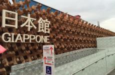 Il Padiglione del Giappone, quasi all'estremità est di Expo, due livelli disegnati dall'architetto Atsushi Kitagawara: lo compongono 17mila pezzi di legno, incastrati in modo da lasciare filtrare tra gli spazi la luce naturale. Concepito per esaltare il concetto di diversità armoniosa, ospita ogni giorno una media di 8mila visitatori. L'obiettivo è arrivare per la fine dell'Esposizione a 2 milioni complessivi