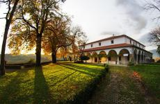 Pri LojzetuDvorec Zemono: lo splendido luogo dove si trova il ristorante diTomaž Kavčič