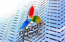 L'esterno del padiglione del Kazakhstan, uno dei più belli e visitati di Expo 2015. Porta le insegne di Astana 2017, ossia il prossimo mini-Expo programmato per tre mesi, tra due anni, nella capitale del paese asiatico