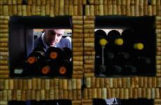 Thomas Piras, 32 anni,maître e sommelier del ristorante Contraste, via Meda 2 a Milano, telefono +39.02.49536597. Aperto il primo settembre 2015, oggi occorre un mese di attesa per ottenere un tavolo (foto del servizio di Guido De Bortoli)
