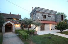 Stara Kuca in Podgorica, tel. +382.069.030204, nice cuisine in Montenegro (translated into English by Slawka G. Scarso)