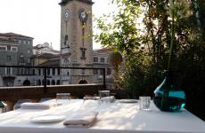 Uno scorcio della Terrazza Fausti a Bergamo, sede estiva del ristorante Saraceno di Cavergnago (Bergamo), una stella Michelin (le foto sono diStudioLomax)