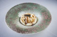 Cardoncello alla brace, spuma di polenta concia, soia affumicata: il piatto dell'inverno di Luca Gubelli