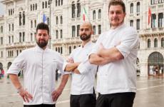 Lo staff dell'Harry's Bar di Trieste:in primo piano Metullio, al suo fianco ilsous chef e socioDavide de Prae il resident chefAlessandro Buffa