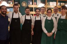 Toni Romero (secondo da sinistra) con lo staff di Suculentsulla Rambla de Raval, Barcellona