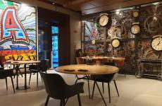 La sala del ristorante Condividere by Lavazza, disegnata da Dante Ferretti, scenografo premiato con 3 Oscar