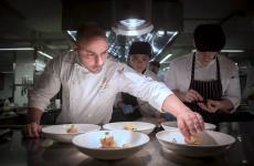 Paolo Morresi al pass de Il Mercato, ristorante italiano d'alta cucina a Taipei, capitale di Taiwan
