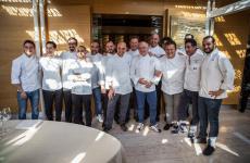 Prima foto di gruppo per gli chef coinvolti in questa celebrazione del ristorante della famiglia Scarello
