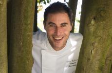 Ernesto Iaccarino, classe 1970, è lo chef del Don Alfonso 1890.È anchepresidente europeo dei Jeunes Restaurateurs d'Europe dal 2016, primo italiano a ricoprire questa carica