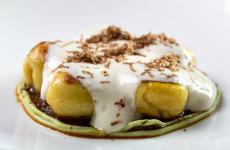 Gnocco di patate, salvia, genovese di agnello con spuma di parmigiano: il piatto dell'inverno di Rocco De Santis