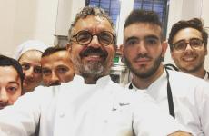 Un selfie di Mauro Uliassi & staff qualche tempo fa, a Identità Golose Milano