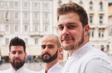 Metullio, in primo piano, con il suo storico sous chefDavide de Prae il resident chefAlessandro Buffa