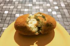 L'arancino speciale voluto da Rosario Umbriaco per festeggiare i 45 anni del suo locale. È composto di 25 ingredienti d'eccellenza, tutti siciliani