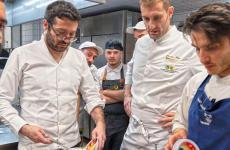 Giuseppe Iannotti, Salvatore Salvo e il sous del primo, Eugenio Vitagliano, impegnati a realizzare le pizze per la serata speciale ospitata alSalvo Napoli