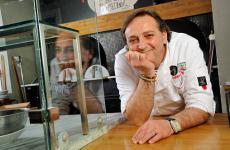 Guglielmo Vuolo, classe 1960, è figlio di Enrico, decanodella pizza verace napoletana