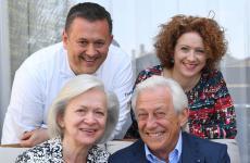 Emanuele e Michela Scarello con i genitori Ivonne e Tino: due generazioni sulle cinque che compongono i 130 anni di storia de Agli Amici di Udine (foto Petrussi)