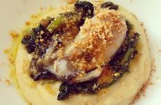 Crema di fave, cicoria soffritta, ostriche marinate: il piatto dell'estate di Angelo Sabatelli(foto diLorenzo Sandano)