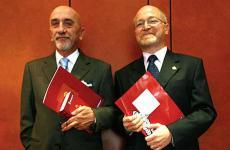 Due curatori, a cavallo tra i due secoli, che hanno fatto la storia della guida Michelin: Fausto Arrighi e Roberto Restelli alla presentazione dell'edizione 2008 al ristorante Trussardi a Milano