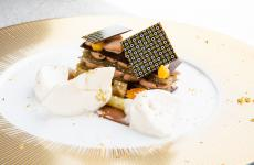 Cioccolato, melanzane e birra di Gianluca Fusto. Dessert magnifico, presentato a Dossier Dessert nell'ambito di Identità on the road