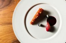 Gambero Rosso - Rosa, mirtilli e scalogno: il piatto dell'inverno di Anthony Genovese